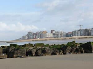 plages de knokke avec brise-lames