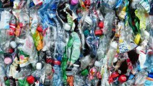 bouteilles en plastique écrasées